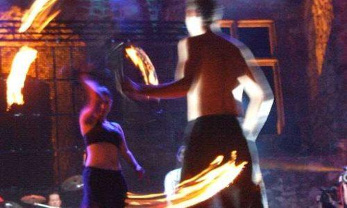 tűzzsonglőr színpadra